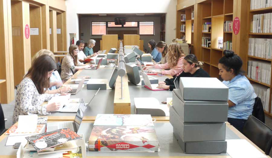 Students accessing FWWCP archives