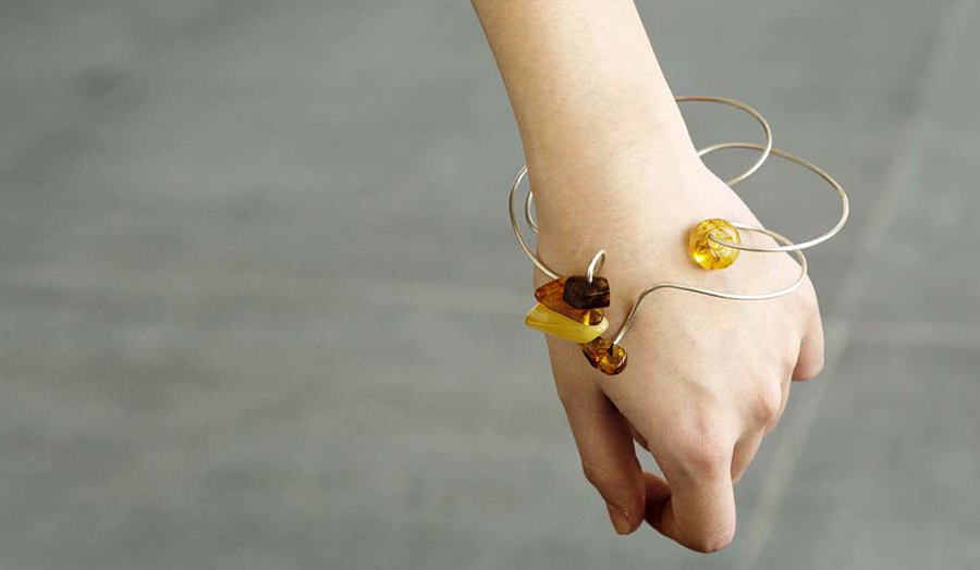 Bracelet (amber and silver wire)