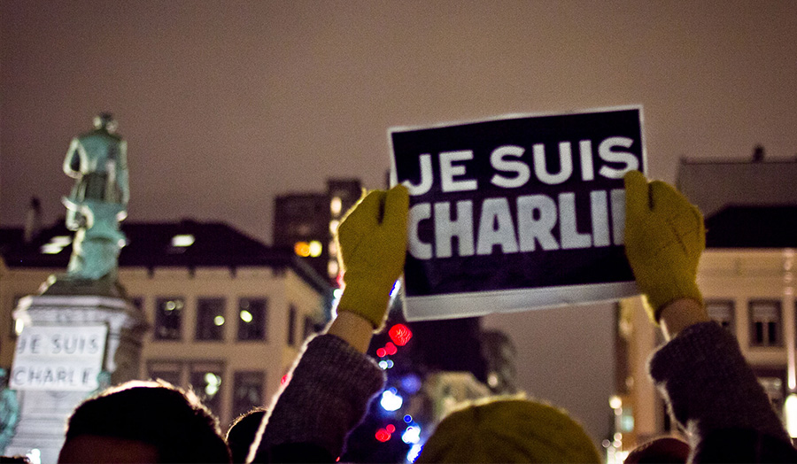 Protester holding a Je suis Charlie Banner
