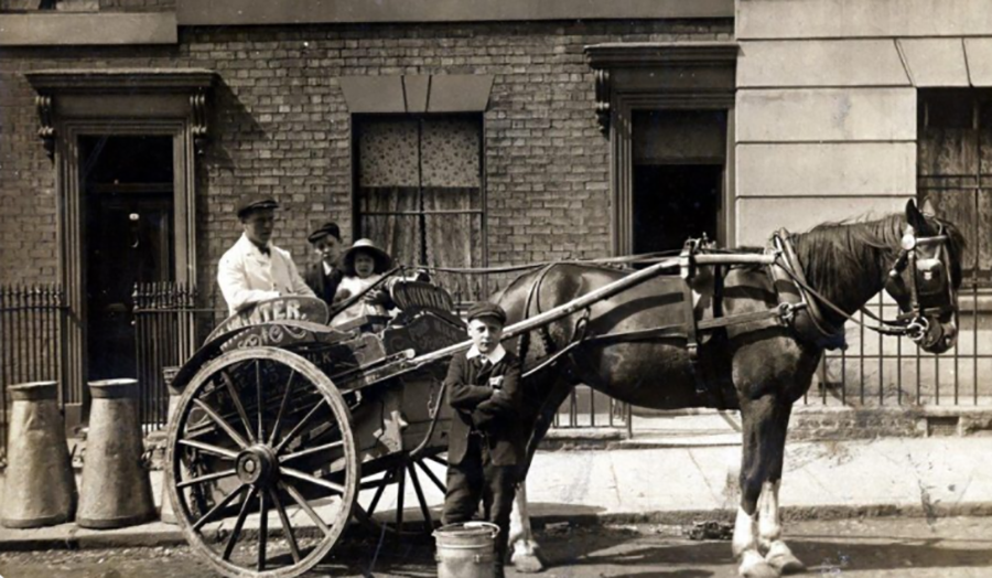 Horse drawn cart in Islington
