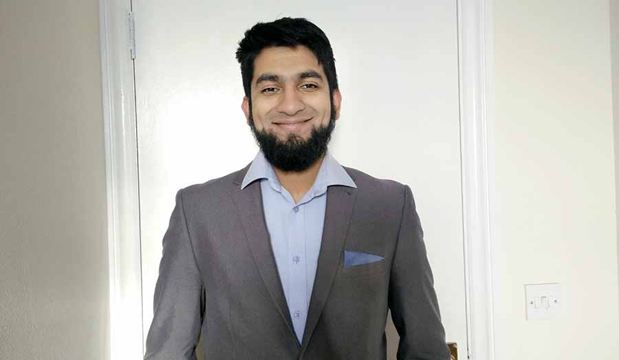 Photo of male graduate Idris Arshad